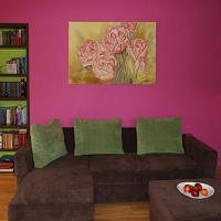 Wnętrze domu jednorodzinnego może zostać zaprojektowane w sposób niesamowicie barwny poprzez łączenie wielu kolorów ścian nawet w jednym pomieszczeniu